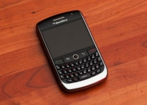 blackberry-curve-8900-wood